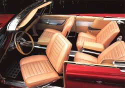 1960 Chrysler 300 convertible interior (note swivelling driver's seat!).