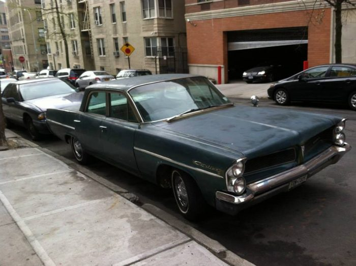 '63 Pontiac Catalina. I love the design of this car. The trunk (boot) is as long as the ho ...