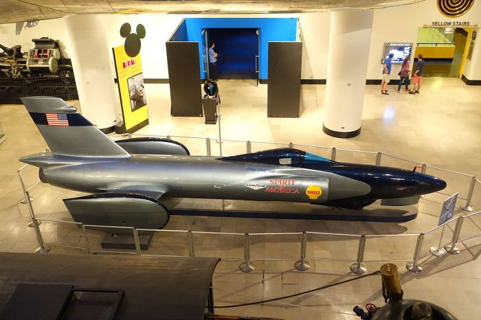 1964 First Spirit of America-  First car over 500 mph(526mph) 846kph. Turbojet powered