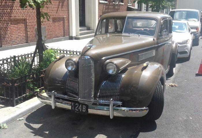 1939 LaSalle Series 50 V8 4-door sedan