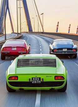 Iso Grifo (Right), Ferrari 365 GTB/4 Daytona (Left), Lamborghini Miura (Center)